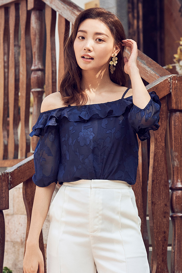Dallia Floral Textured Top in Navy